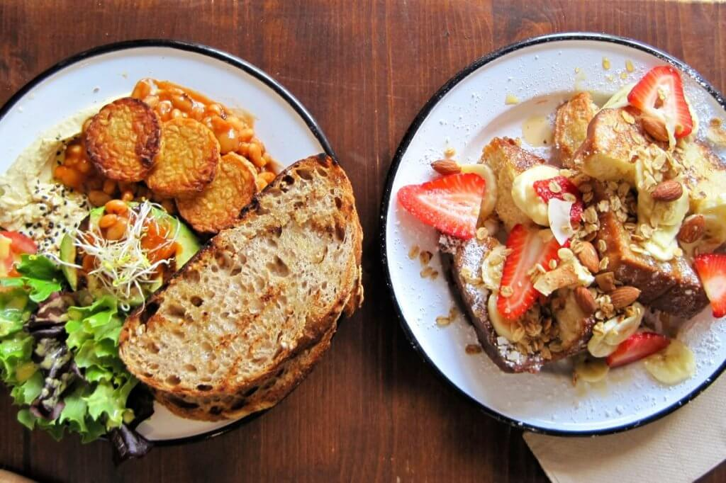 Brammibals offers vegan french toast and lunch.