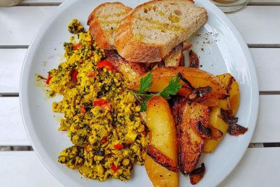 Cafe Largo vegan breakfast plate